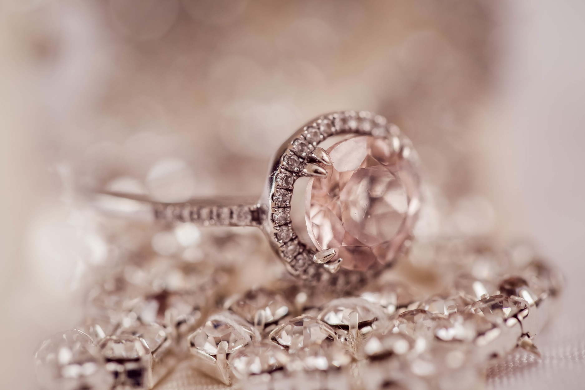 Match jewelry to neckline infographic